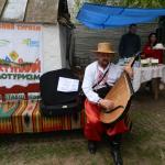 Бандурист на фестивале в Опошне