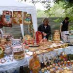 Сувениры сделанные мастерами - хорошее украшение для фестиваля борща