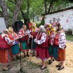 Чудесный музыкальный коллектив развлекал гостей фестиваля борща в Опошне